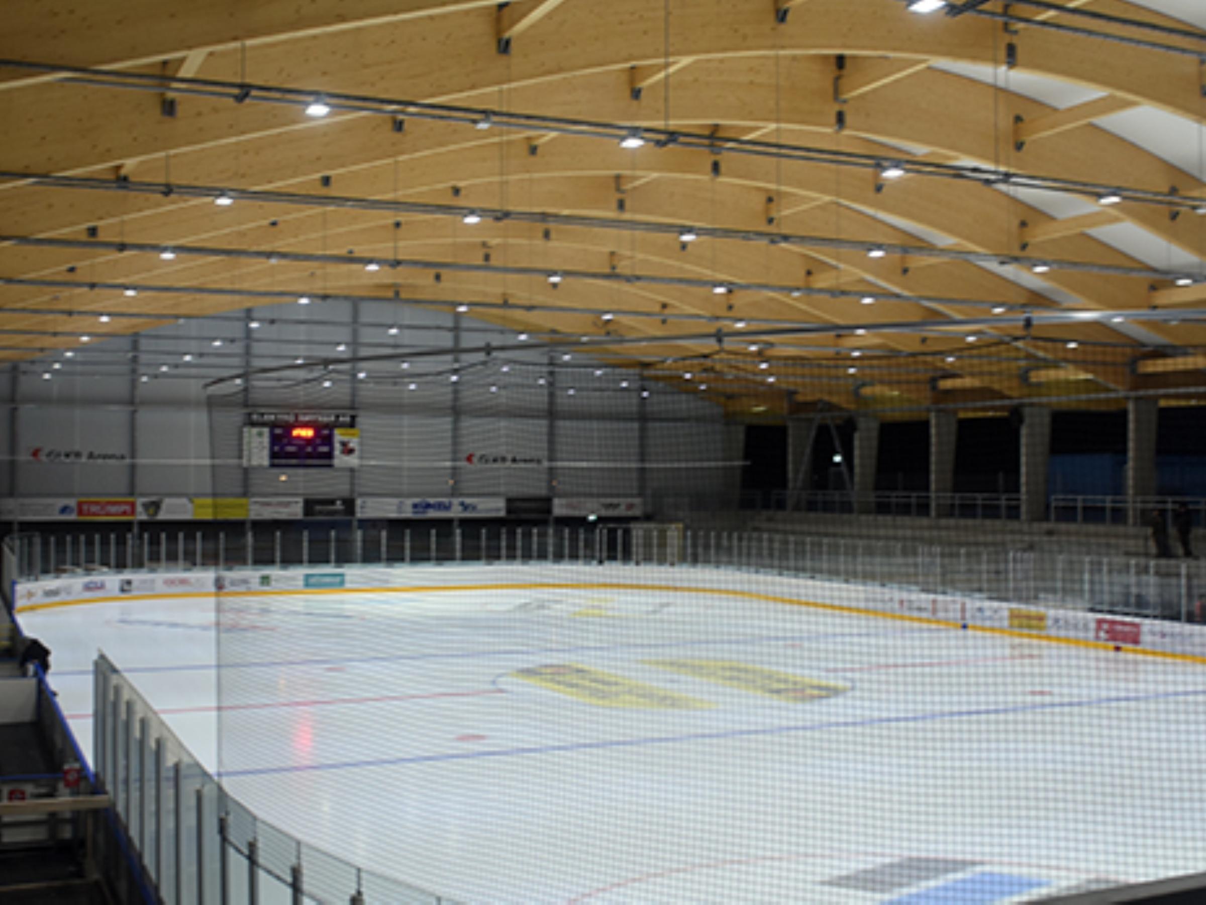 Überdachung Eisfeld Glarus eröffnet